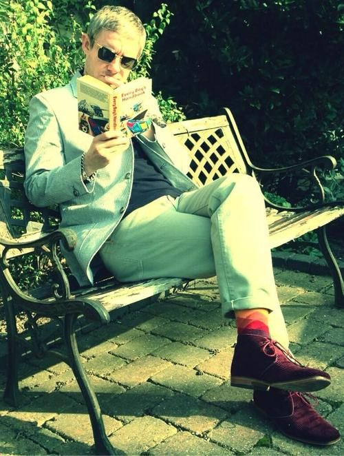 The level of fabulous here is INFINITE. Martin reading, wearing sunglasses, crossing his legs, with those socks and those desert boots... Send candy to my funeral. <3<3<3<3<3<3 (Every boy's handbook?? Some heavy reading there!)