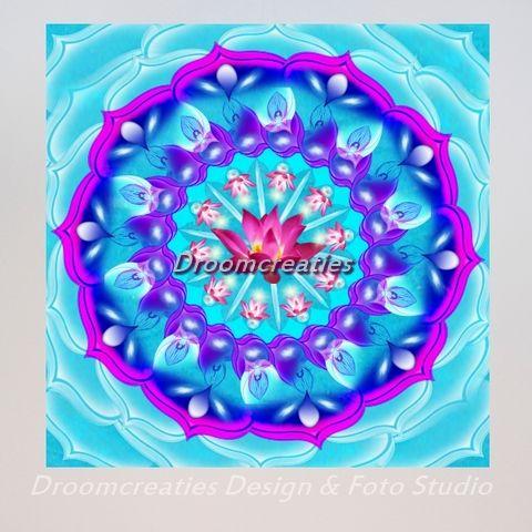 Mandala Pink Lotus De lotusbloem is een bijzondere verschijning in de bloemenreeks. Het groeit vanuit de modder, in het water, naar het zonlicht toe. Boven het water ontpopt de knop van de lotus zich tot …