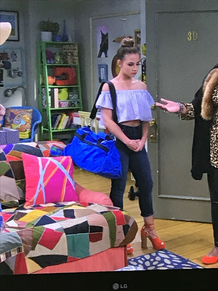 Sophia's outfit in Young & Hungry season 5 episode Young & Bridesmaids