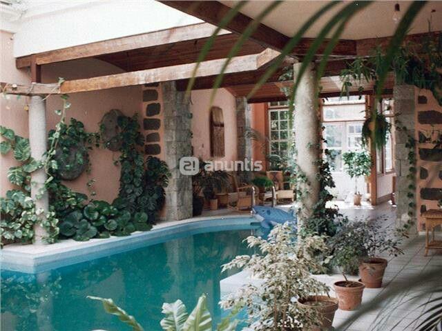 casa canaria con piscina en el patio