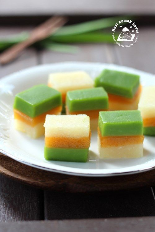 Nasi Lemak Lover: Kuih Talam Ubi (Tri-colours tapioca steamed cake) 三色木薯糕