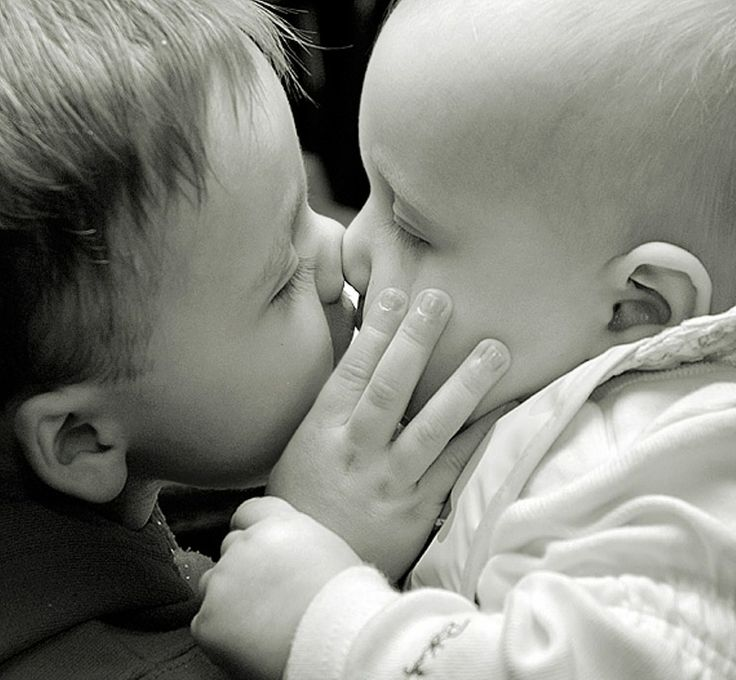 kissing | ... blogthis share to twitter share to facebook labels cute babies kissing