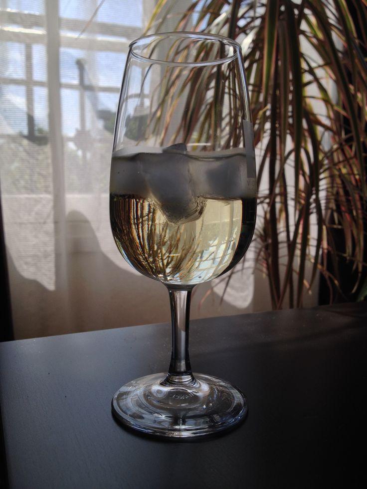 [#JavaisSoif]18 mai 2014. Soleil. Martini blanc et quelques glaçons, Paris (12e arrondissement).