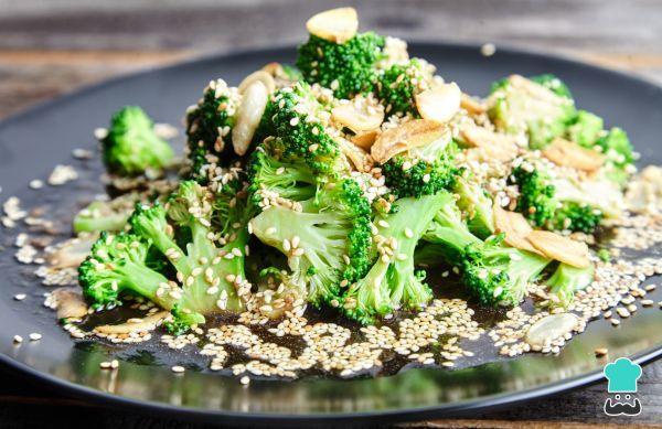 Aprende a preparar brócoli al vapor con salsa de soja, sésamo y jengibre con esta rica y fácil receta. Obtén este saludable y nutritivo plato de brócoli al vapor con...