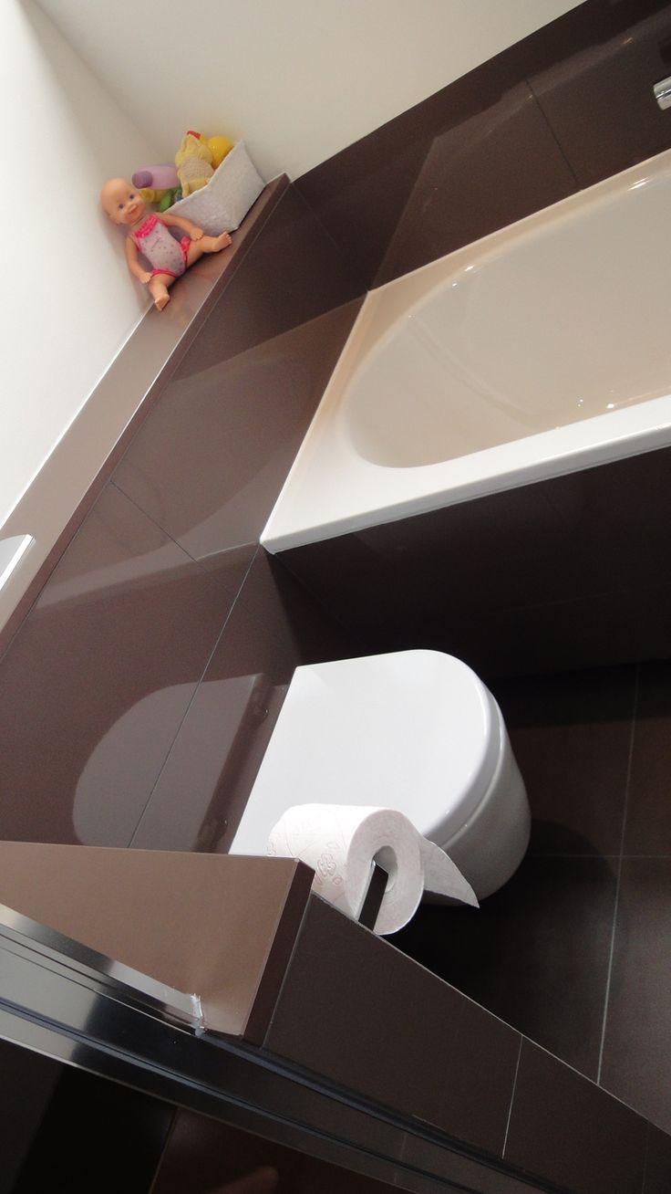 Sanidrõme Thijssen uit Deurne toont graag de door hen gerealiseerde badkamer en toilet.