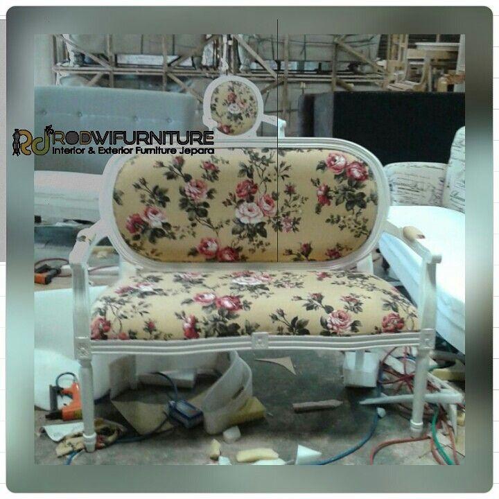Kursi motif bunga cat duko