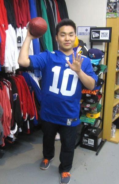 【新宿2号店】 2013年3月15日  本日、お誕生日のノリヒロ君です。        お誕生日おめでとうございます☆    誕生日プレゼントとしてジャイアンツのマニング選手のジャージをご購入頂きました。 #nfl