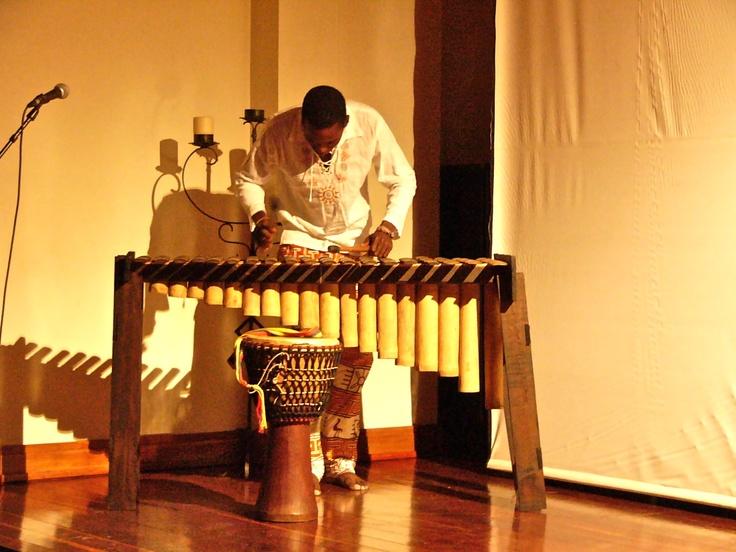 Dándole a la marimba.  Crédito: Miltón Ramírez MinCultura 2012