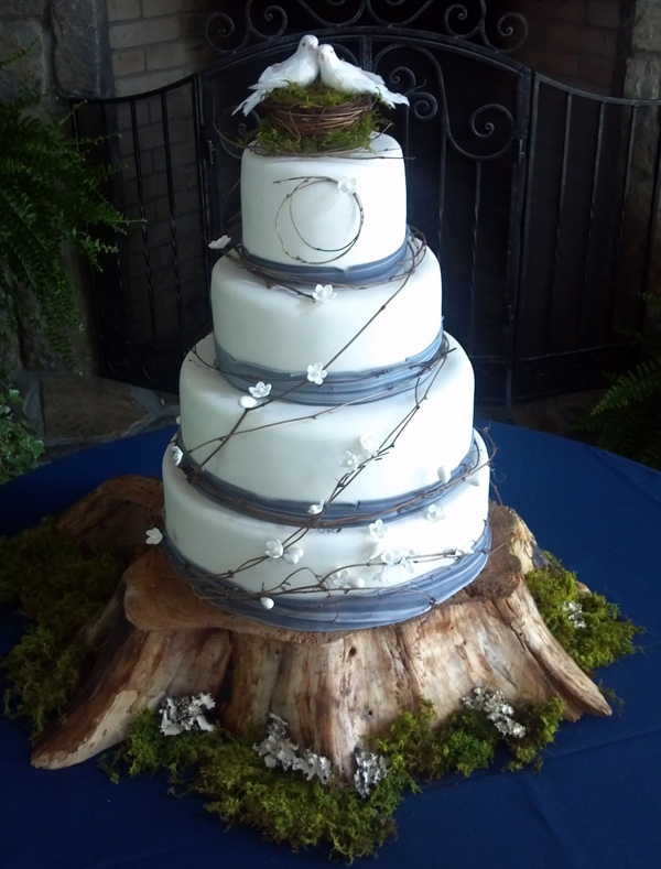 I Love The Doves That Adorn This Wedding Cake A Very Rustic Chic