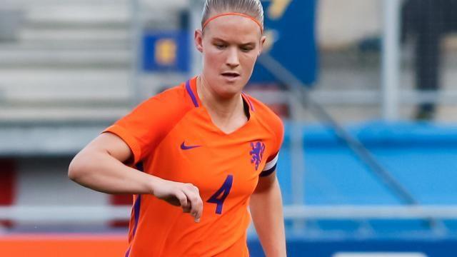 nice Oranje-captain Mandy van den Berg van Liverpool naar Reading
