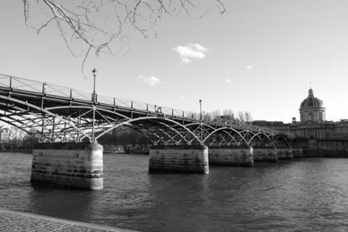 Pont des Arts (Louis-Alexandre de Cessart et Jacques Dillon, architectes) ; reconstruit quasi à l'identique par Louis Arretche (1984).