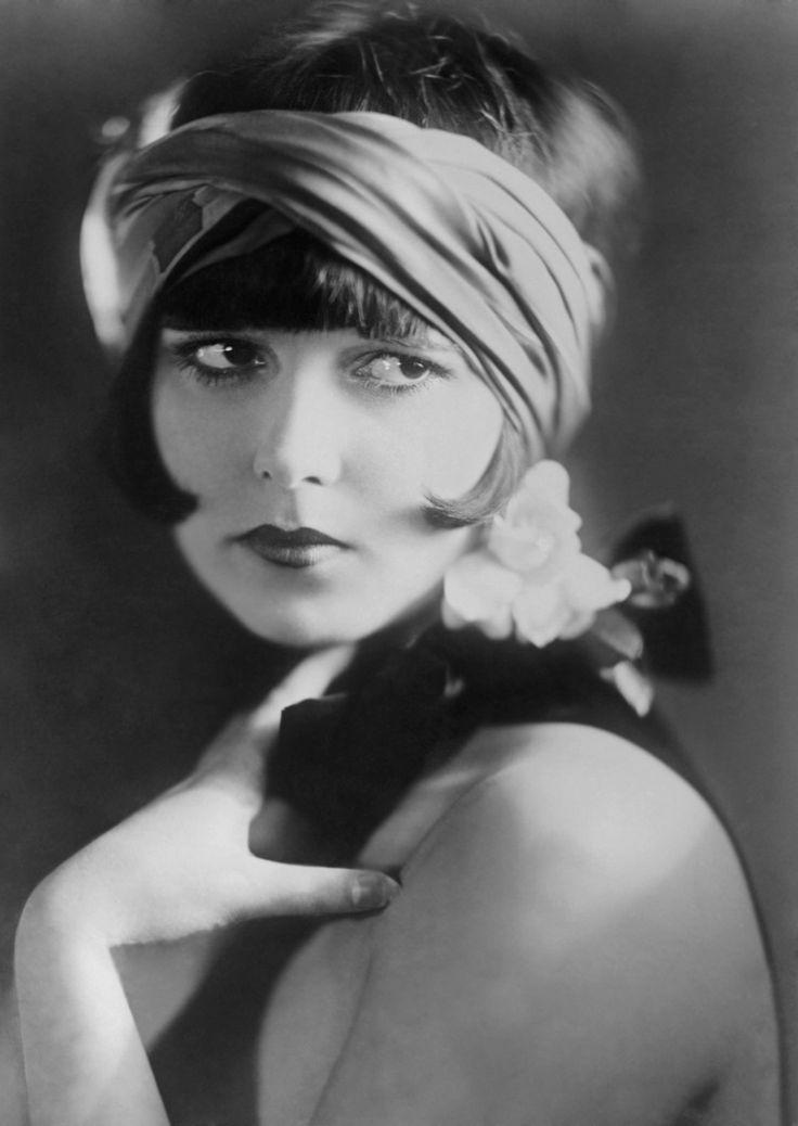 DÉCO ■ STARS │ Louise Brooks, actrice américaine du cinéma muet. Hollywood, vers 1920
