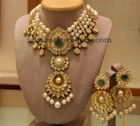 Jewellery Designs: Kundan Neck Piece with Hangings
