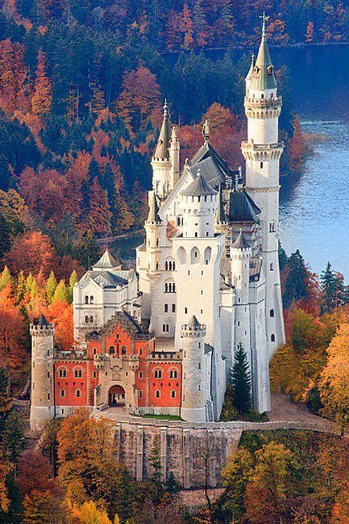 An real Cinderella's Castle. Neuschwanstein Castle, in Bavaria, Germany _ Egy igazi Hamupipőke kastély. Neuschwanstein Castle, Bajorországban, Németország.