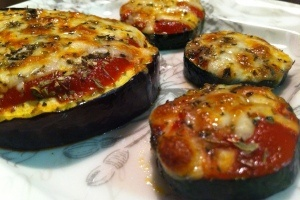 Broiled Zucchini Pizzas | Veggie Tales | Pinterest