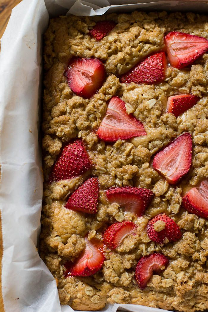 integral de fresa pastel de desayuno | theclevercarrot.com