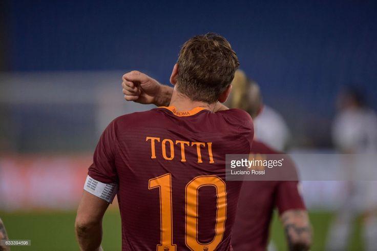 News Photo : Francesco Totti of AS Roma celebrates after...