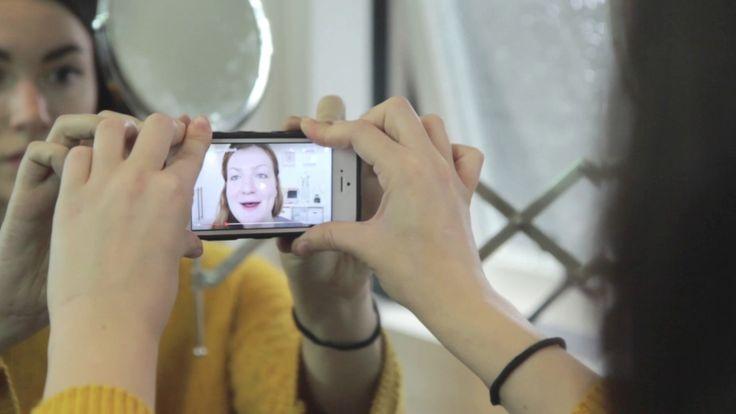 """""""Binding met je klant"""", dan is de Sticky Selfie Case voor je smartphone een leuk #giveaway . Door de miljoenen microscopische zuignappen heeft je telefoon grip op allerlei gladde oppervlakten https://youtu.be/CTaHThIqWLI"""
