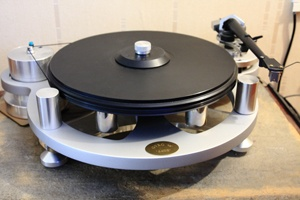 Michell GyroSE Hifi Turntable, reminds me of the old SOTA turntables.