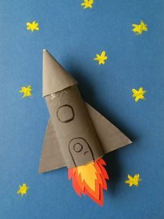 A cardboard rocket - Take an empty toilet paper roll, paint and paper for this super DIY for kids who love astronomy. Kids Crafts, Space Crafts For Kids, Diy For Kids, Diy And Crafts, Arts And Crafts, Preschool Crafts, Cardboard Rocket, Cardboard Crafts, Paper Crafts