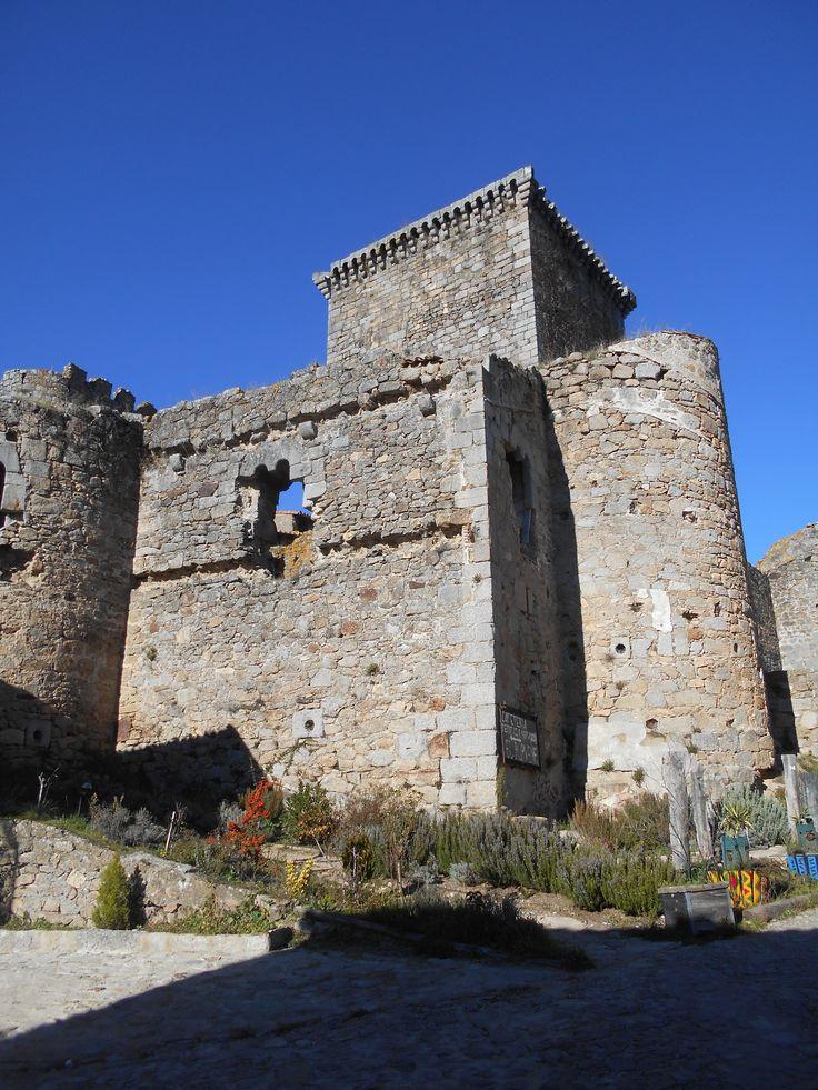 El Castillo de los Hospitalarios, luego remozado por los Zuñiga para residencia de los Condes de Miranda del Castañar desde el Ombriguito.