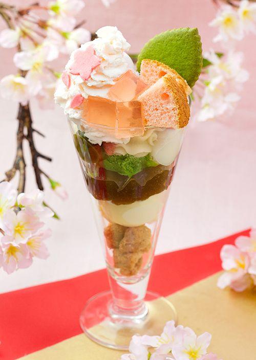 茶寮都路里の4月限定メニュー「花の粧い」と「春がすみ」 - 桜アイスや苺、黒糖わらびのパフェ   ニュース - ファッションプレス