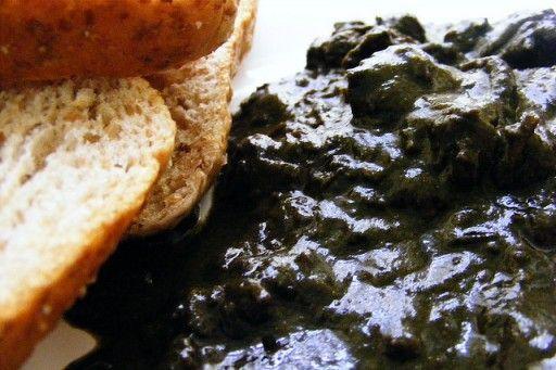 Mloukhieh: Mloukhieh zijn de bladeren van de Jute-plant. In het Midden-Oosten worden deze bladeren gegeten als groente. Mloukhieh is een beetje bitter en de structuur lijkt op die van okra. De bladeren worden eerst gedroogd en later gebakken met koriander, knoflook en rode pepers. De bladeren worden na dit proces meestal gekookt, samen met vlees.