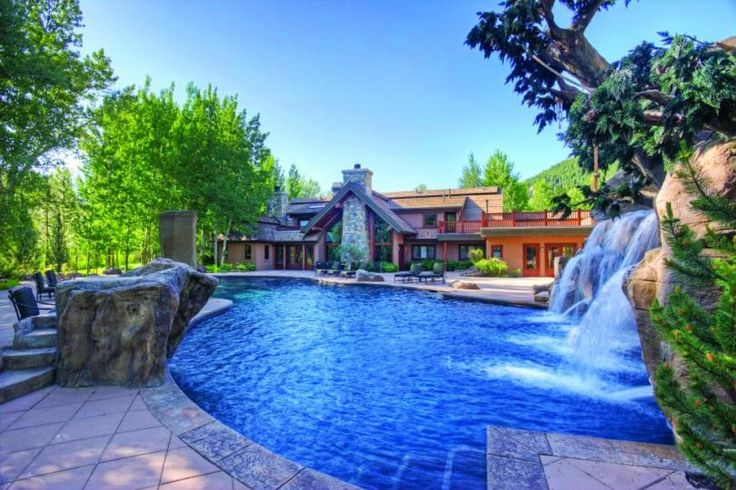 This Idaho home featuring a resort-sized heated swimming pool with waterfalls is owned by Bruce Willis. #BruceWillis #CelebrityHomes #Mansion #LuxuryHome #RealEstate #Luxury
