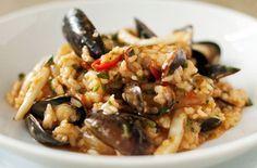 Risotto alla marinara con cozze e seppie - Un classico della cucina di pesce: un risotto alla marinara, preparato in questo caso con cozze e seppioline.
