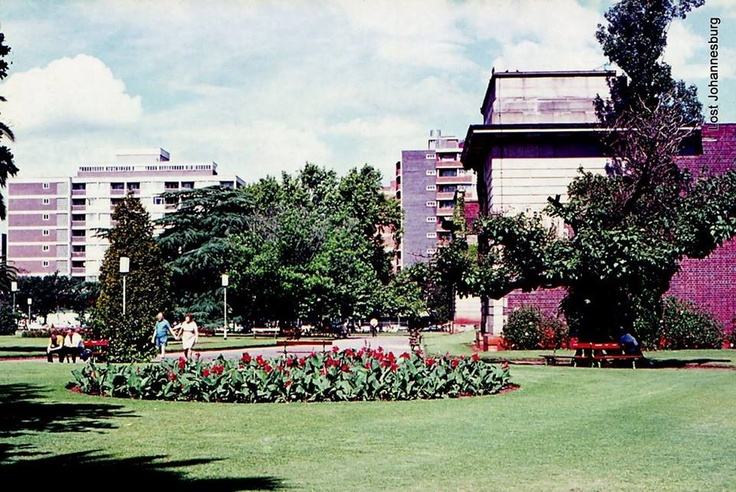 I used to walk through Joubert Park every morning to catch a bus to Rosebank when I was teaching there in the mid-sixties. Sadly, I haven't been there for many years. I doubt if it looks like this any more.
