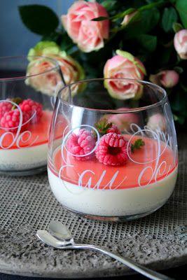 Kakkuviikarin vispailuja!: Vaniljapannacotta vadelmilla