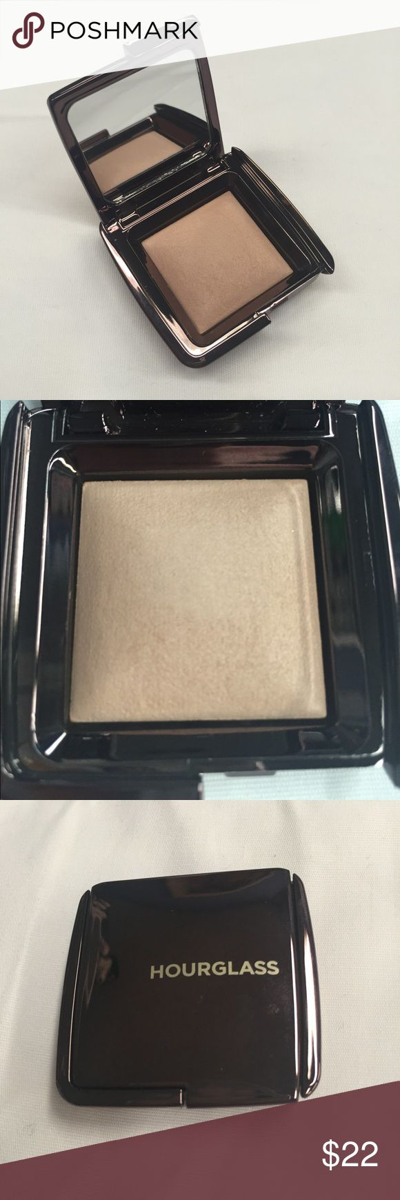 NIB Hourglass Ambient Lighting Powder Dim Light Ambient Lighting Powder in Dim Light from Hourglass - new in box, never used or swatched. Minor shelf wear on the box but the item itself is perfect. 0.049 Oz. travel size. 100% authentic and purchased from Sephora. Hourglass Makeup Luminizer