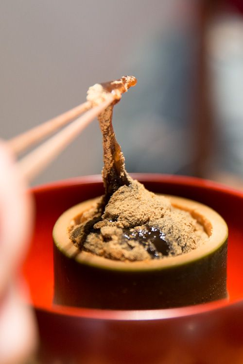 Warabi Mochi, Traditional Japanese confection made from bracken starch and covered with kinako (roasted soybean flour)|わらび餅