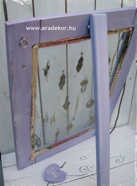Levendula-lila hálós ékszertartó keret, levehető talppal. Fotó azonosító: EKSZHALL2