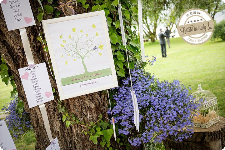 Hanging seating chart is great if you're having an outdoors reception and there are gorgeous trees to hang it on. Ph Simone Nunzi http://www.brideinitaly.com/2013/11/simone-nunzi-bracciano.html #italy #wedding #tableau #diy