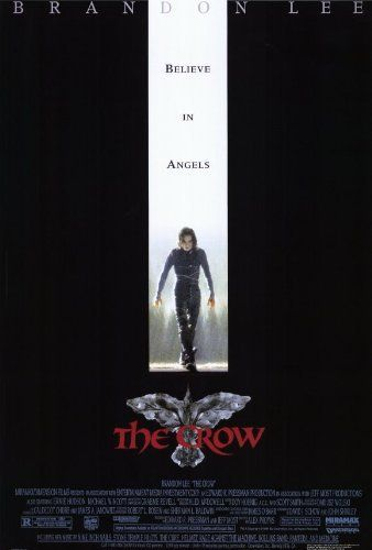 """O Corvo"" (1994) é emocional e beeem sombrio, mas porque foi o filme que ""matou"" Brandon Lee. :-( #açao #fantasia #anos90"