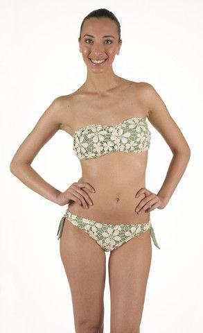 Bikini in Lycra Fascia con imbottitura estraibile. Pizzo macramè di cotone a contrasto. Slip regolabile con vestibilità classica   Eleonora Lingerie