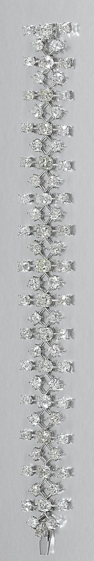 DIAMOND BRACELET Designed as a series of knife-edge bar inks, interspersed with circular-cut and cushion-shaped diamonds, length approximately 180mm.