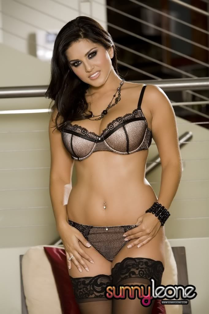 Indian Pornstar Sunny Leone Really Hott Pictures -3817