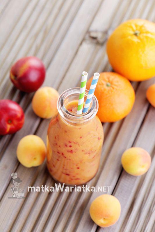 fruity coctail :)  http://www.matkawariatka.net/2014/05/tarta-z-nektarynkami-i-bialym-serem/