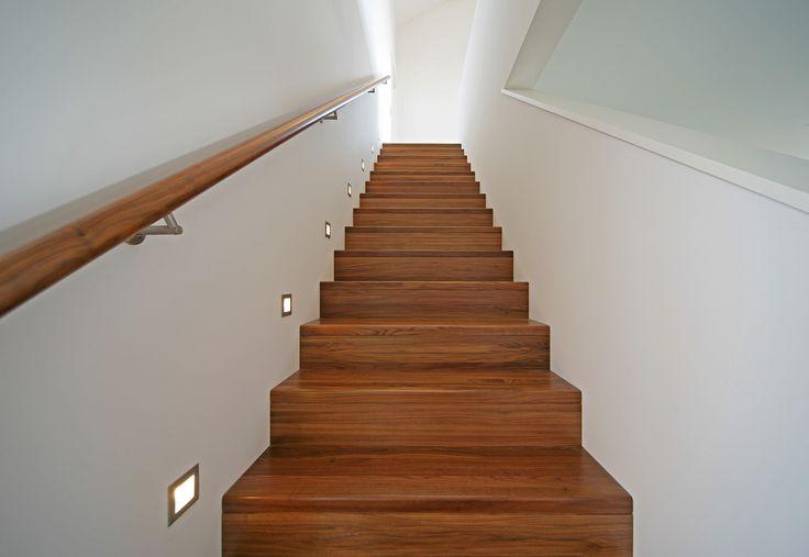 gerade treppe mit gemauertem gel nder treppe flur pinterest haus und suche. Black Bedroom Furniture Sets. Home Design Ideas