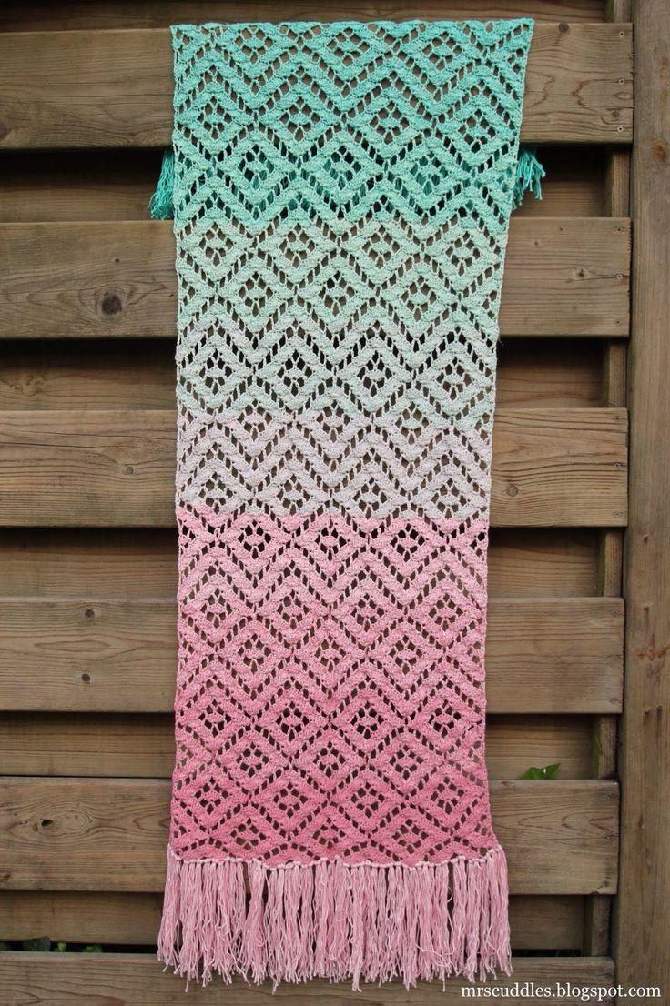 Mrs. Cuddles: Diamond lace scarf with Unicat yarn, crochet