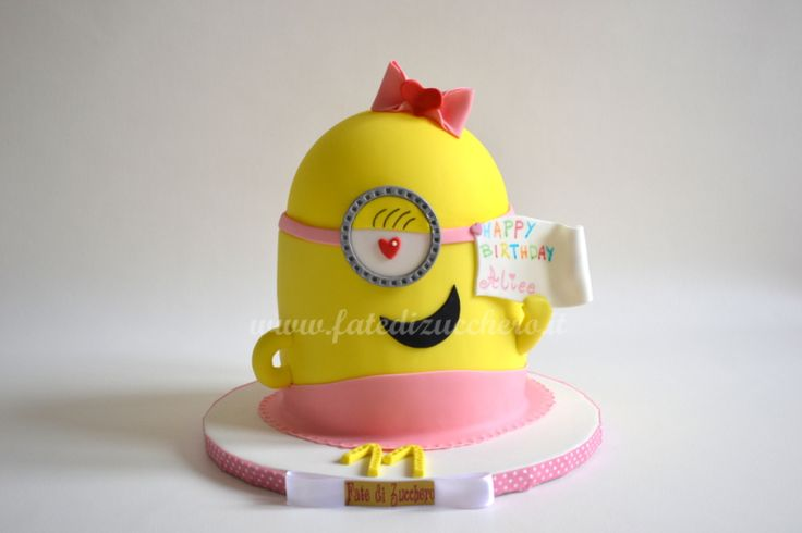 Torta Minion in Rosa: interamente modellata a mano e personalizzata, in versione pinky