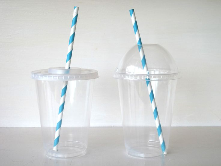 Image of Clear Plastic Cups With Two Different Lid Choices