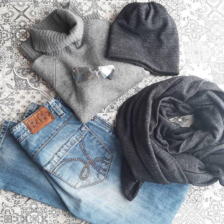 Dnes hlavně teple #ootd #winter #cold #frost #mrzneazprasti #sunshine #cashmere #turtleneck #grey #braun #blue #sunglasses #christiandior #naprochazku #nacestu #forawalk #onthejourney #dnesnosim #massimodutti #rehashjeans