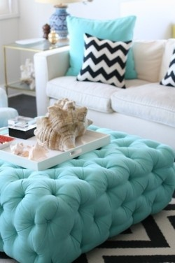.: Coffee Tables, Living Rooms, Beaches House, Color Schemes, Color Combos, Black And White, Tiffany Blue, Chevron Pillows, Tufted Ottomans