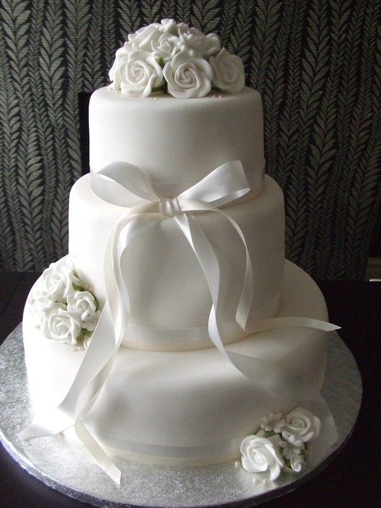 Classic Wedding Cake www.lickylipscakes.co.uk