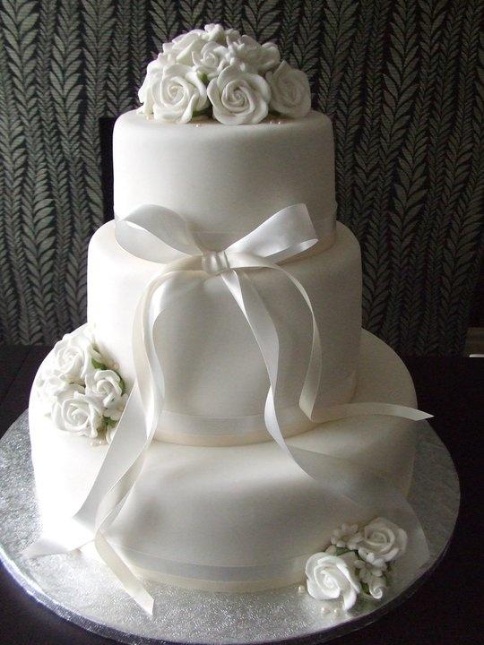 Classic Wedding Cake www.lickylipscakes.co.uk