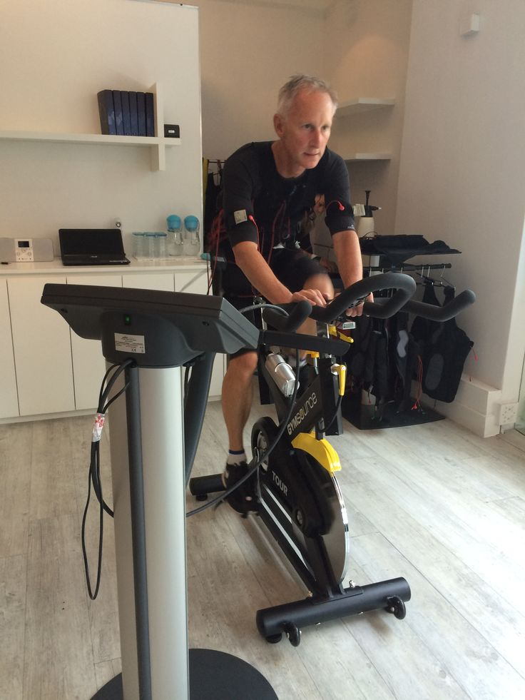 Spinning on Electro Muscular Stimulation EMS - Anthony Tropp