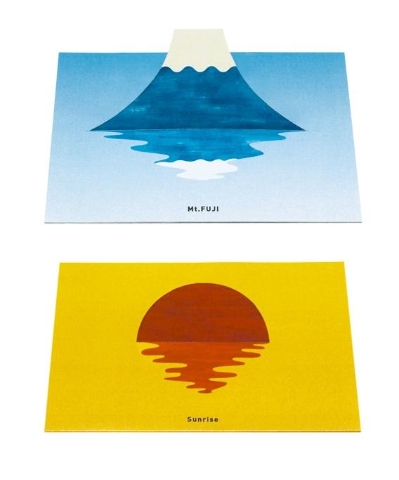 「富士山」と「初日の出」の2種類の年賀状です。2つ折りのカードに切り込みが入っており、そこに富士山や太陽を差し込むことで「湖に映る富士山」や「海から上がってくる初日の出」を手動で作れる、半立体カードです。